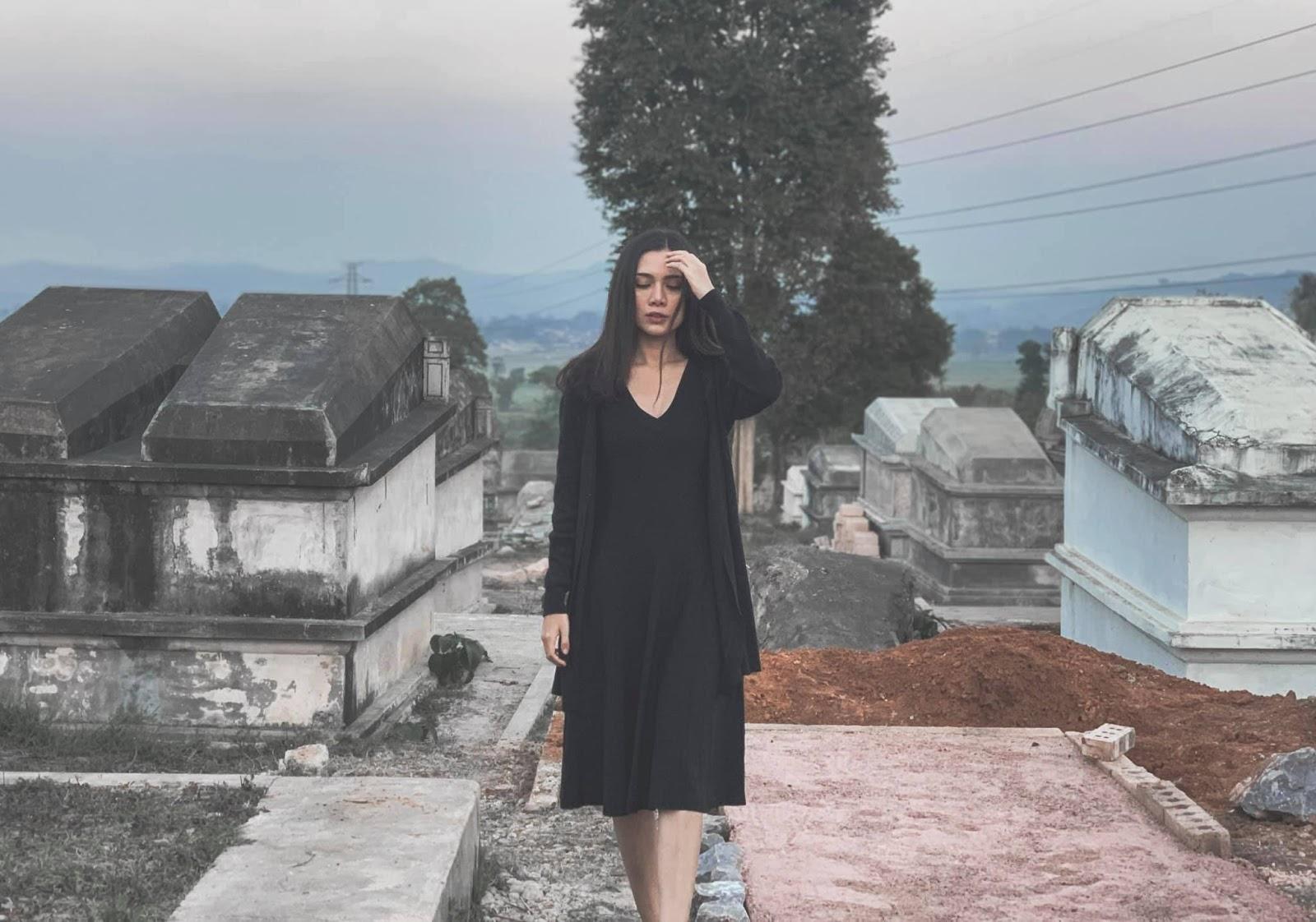 May - All Black Fashion