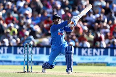 महेंद्र सिंह धोनी, भारतीय क्रिकेट टीम के सदस्य