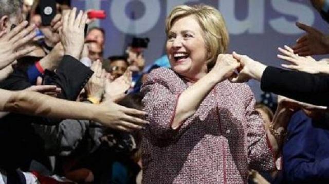 Η Χίλαρι Κλίντον φόρεσε Armani 12.000 δολαρίων σε ομιλία για την ανισότητα
