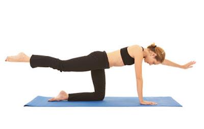 Bài tập yoga nâng 1 tay và chân