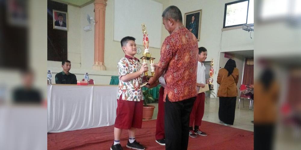 Raih Nilai Sempurna, Raymond Juara 1 Kompetisi Matematika Univet