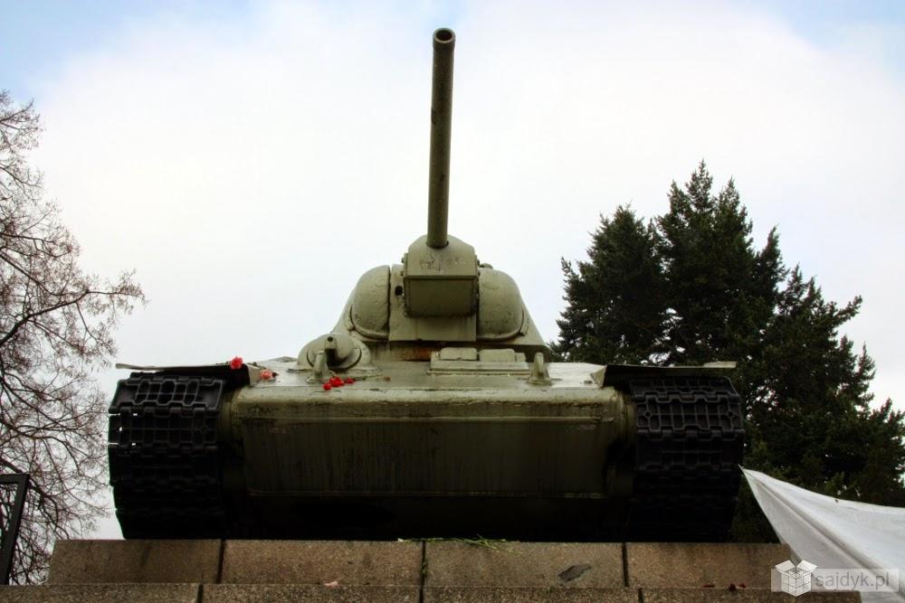Czołg T-34 niedaleko Bramy Branderburskiej