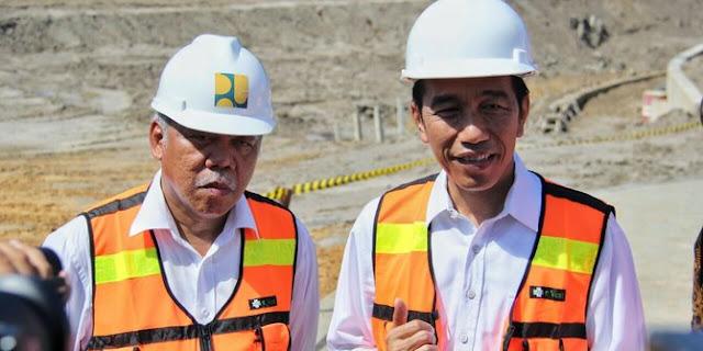 Pria Ini Sampai Menangis Haru, Lantaran Apa Yang Telah Dilakukan Presiden Jokowi Pada Kampungnya......