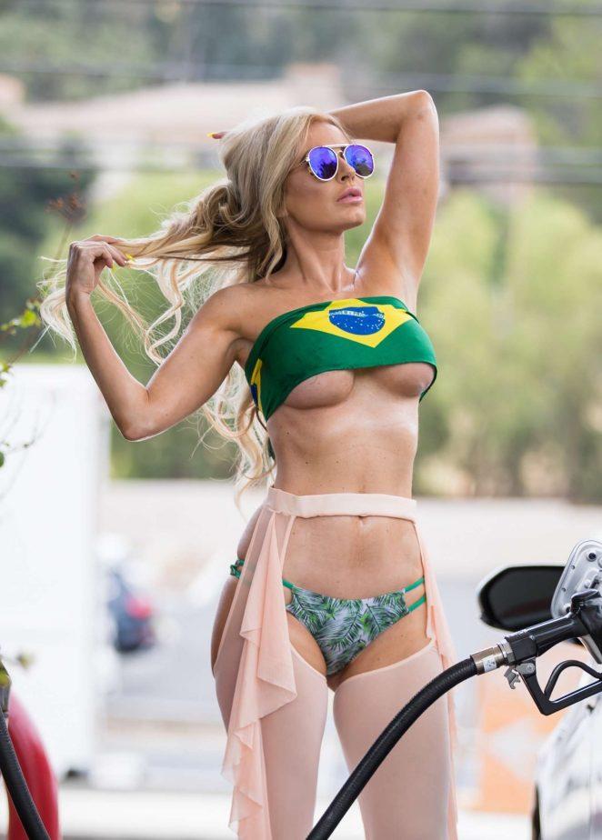Бразильська модель Анна Брага
