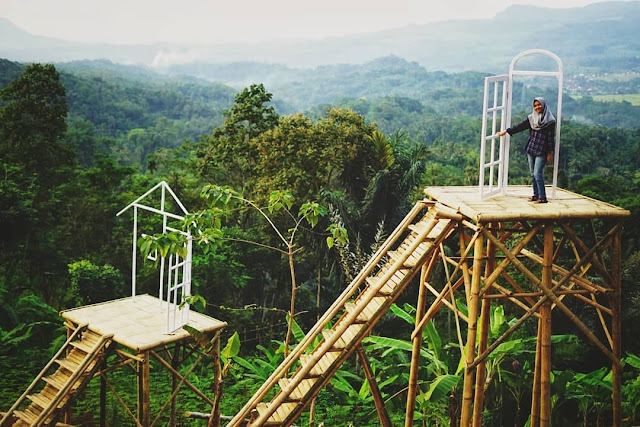 Lawang Langit, Spot Wisata Baru di Sumedang yang Kekinian dengan View Gunung Tampomas