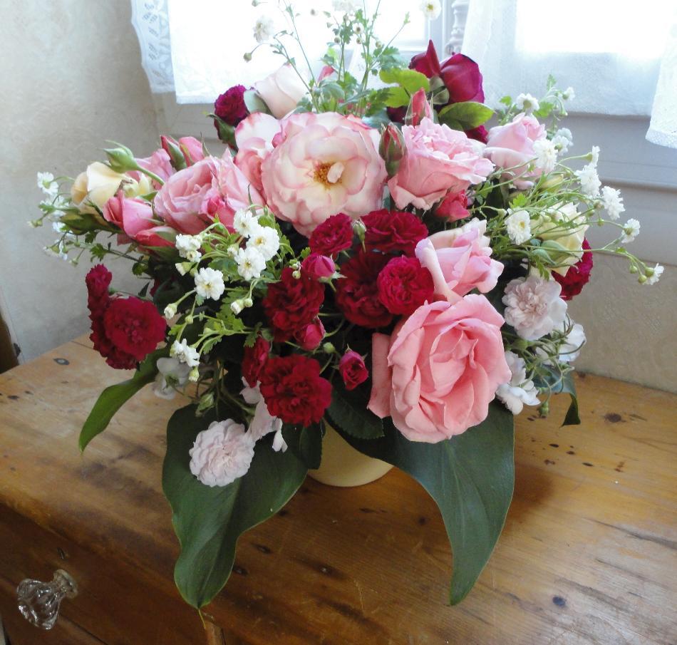 matin lumineux mai le mois des roses. Black Bedroom Furniture Sets. Home Design Ideas