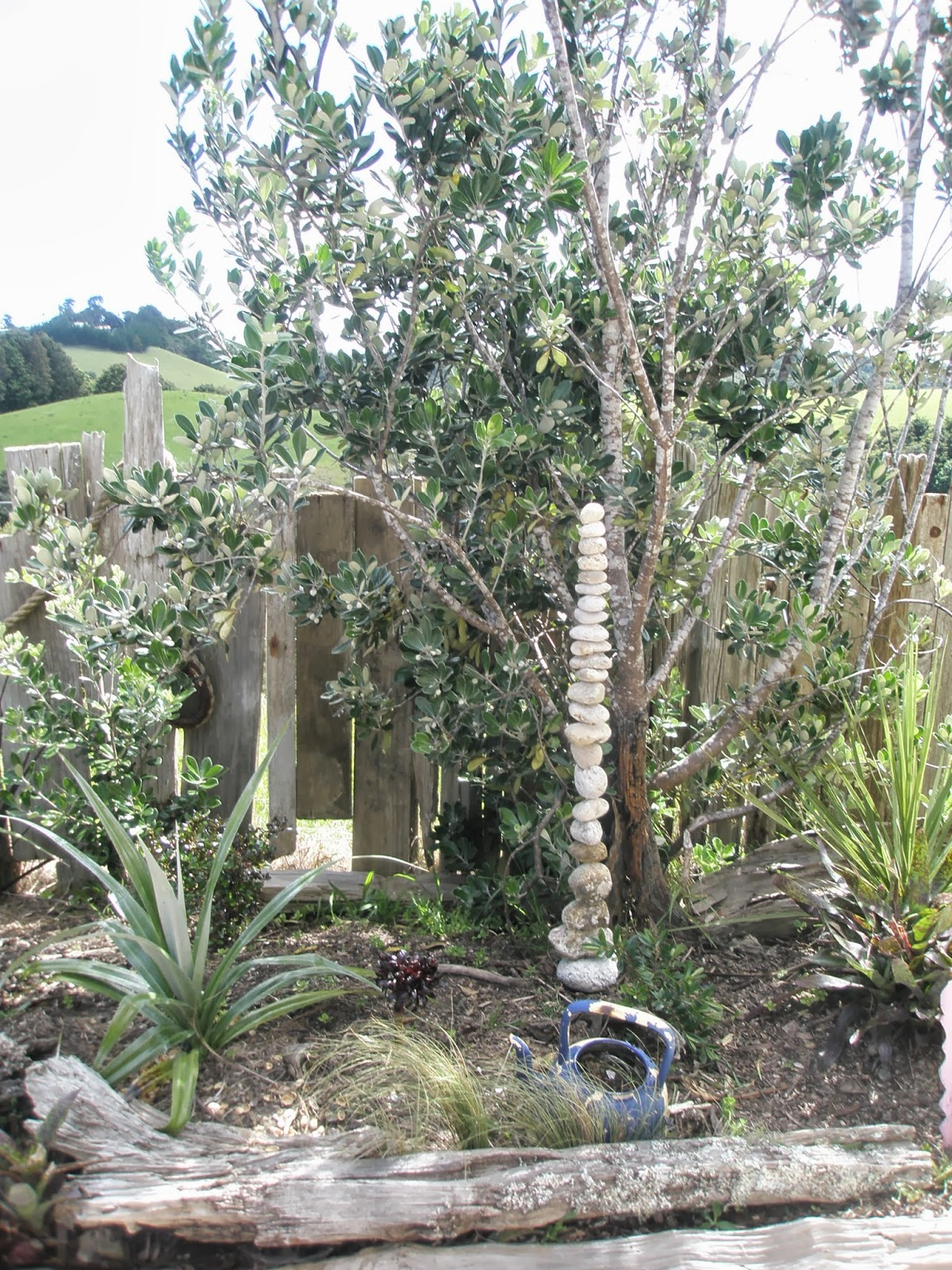 Arty Green In Paradise Pumice And Driftwood Garden Art