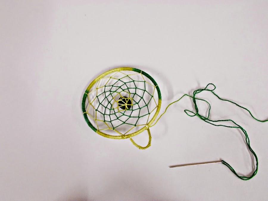 DIY-atrapasueños-indio-manualidades-hilo-plumas-adorno-7