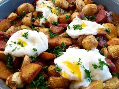 """alt=""""patates au chorizo et oeuf poché"""""""