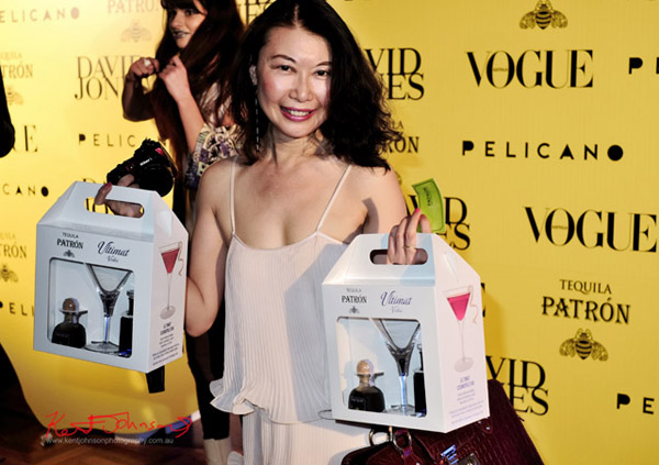 Fashion blogger Vivienne Shui with the ULTIMAT VODKA, PATRÓN TEQUILA cocktail gift pack/goodie bag, The Social Party at Pelicano David Jones for VFNO