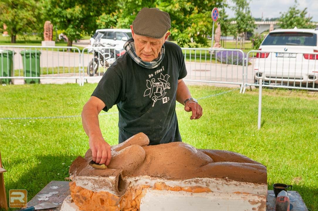 Šamota keramikas skulptūras veidošana vīrietis