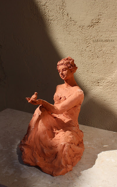 woman, sculpture, art, bird, escultura, arte, terracotta, sarah, myers, red, clay, earthenware, sitting, seated, small, tanagra, classical, contemporary, kunst, skulptur, quick, lady, finch, graceful