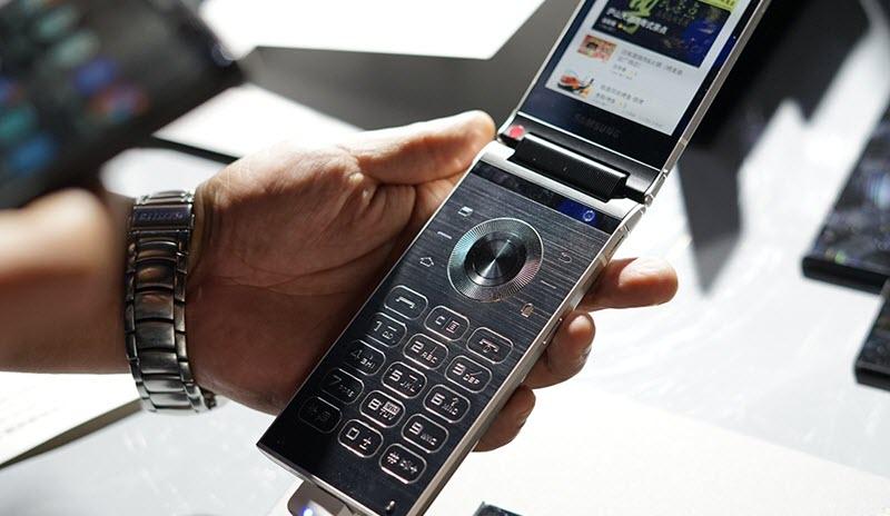 هاتف W2018