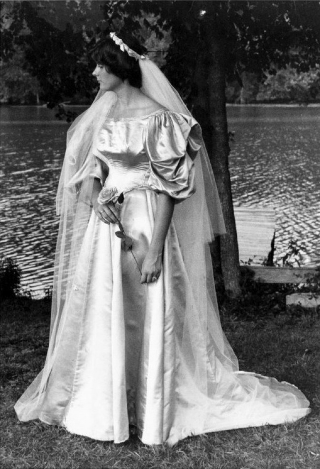 dress up this bride went through 10 of the family weddings for 120 years