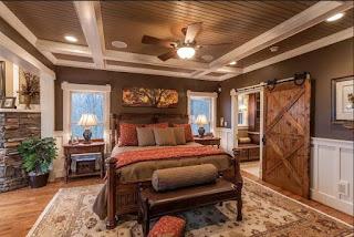 Rustikale-schlafzimmer-braun-Design-mit-Schiebetür