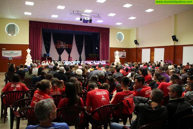 Fuencaliente premia a los mejores deportistas del municipio en una gala que llenó el Centro Cultural de Los Canarios