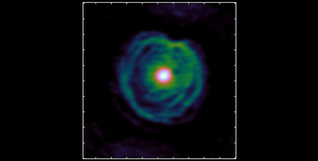 New observations from the ALMA telescope in Chile revealed that the stellar wind of this red giant forms a spiral. © ALMA (ESO/NAOJ/NRAO) - L. Decin et al.