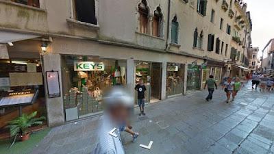 Dove un tempo era presente la filiale veneziana di Una Uba