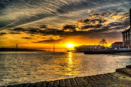 Foto Matahari Terbenam Paling Romantis