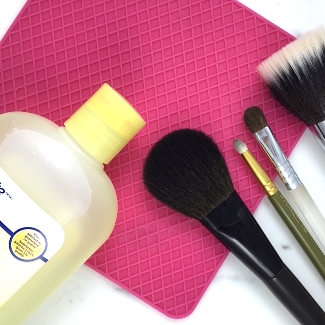 Beauty DIY: Sigma brush cleaning mat dupe
