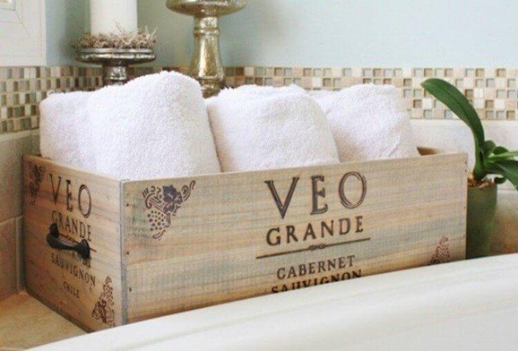 Reciclar cajas de vino y transformarlas en recipiente para toallas