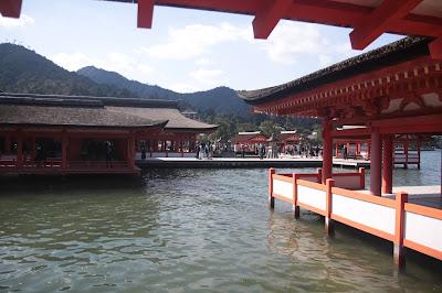 Parte del santuario Itsukushima que está dentro del agua