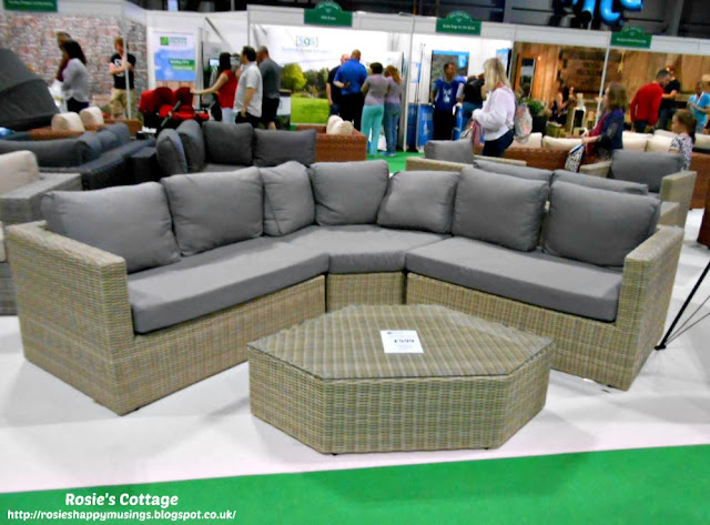 Corner sectional lounge furniture
