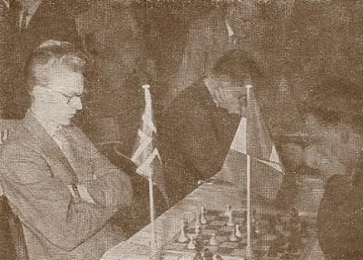 Fridrik Olafsson (Islandia) - Julius Szabo (Rumania) del III Campeonato Mundial Universitario de Ajedrez - Uppsala 1956