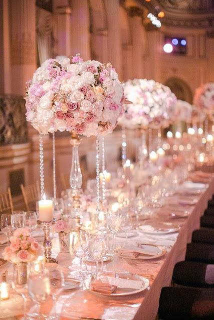 Mesa imperial decorada en rosa cuarzo - Foto: www.modwedding.com