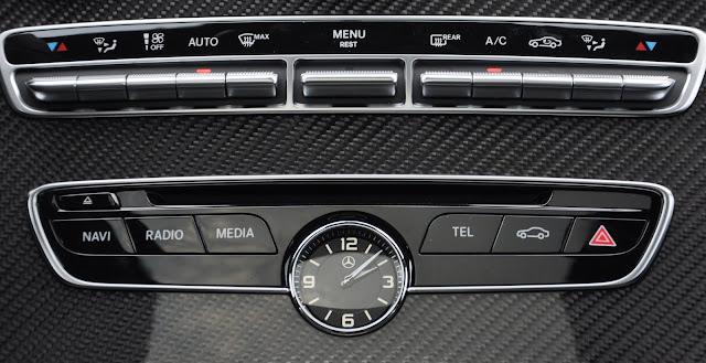 Mercedes C300 AMG trang bị Đồng hồ thời gian Analoge lịch lãm