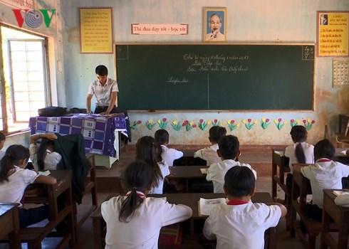 Gia Lai: Hàng loạt trường học khốn khổ vì giáo viên bị cắt hợp đồng