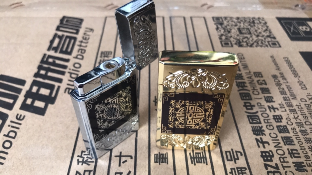 42k - Zippo hoa văn vàng bạc lửa khè giá sỉ và lẻ rẻ nhất