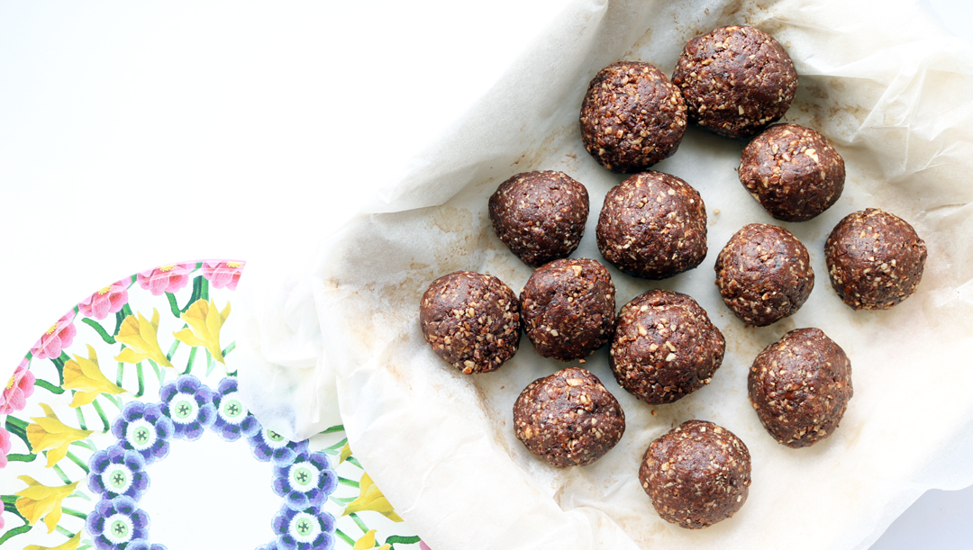 Cacao & Almond Energy Balls (Deliciously Ella / Vegan Recipe)