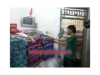 pedagang baju tanah abang