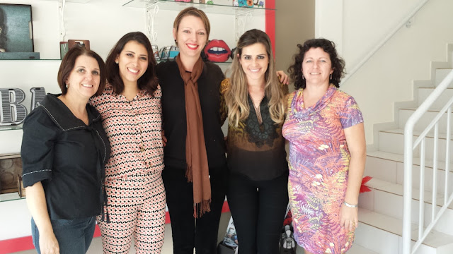 Sandra, Carol, Edel, Bruna e Rosiane na loja Organon