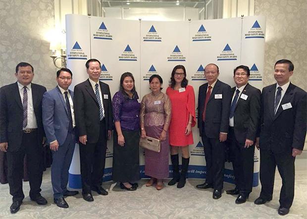 Le Prince Michael de Kent confirme le prix attribué au Cambodge