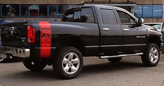 orange-hemi-stripe-on-bedside-of-black-dodge-ram-1500-truck