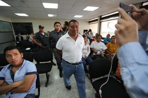 Condenan a exmilitar por masacre en Guatemala