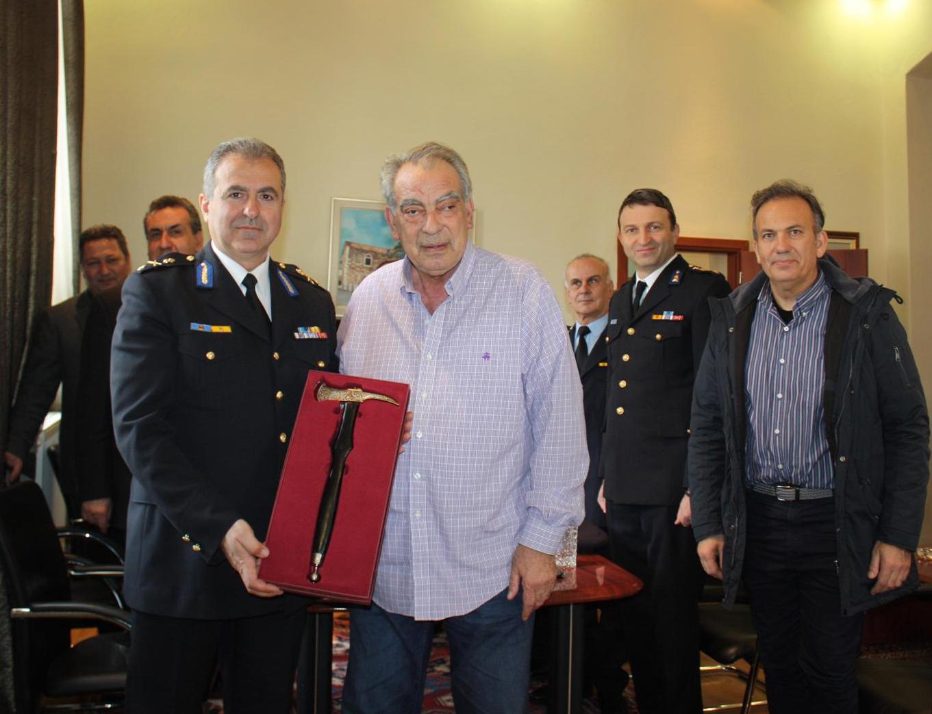 Ο Δήμος Πολυγύρου τίμησε τον νέο Διοικητή Πυροσβεστικών Υπηρεσιών Κεντρικής Μακεδονίας, Αρχιπύραρχο, Εμμανουήλ Τσολάκη