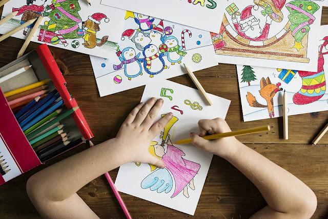 kredki, kolorowo, dziecko, rysunki