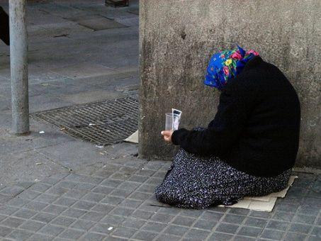 Informe critica políticas en España para combatir la pobreza