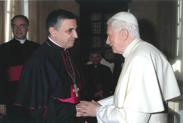 Mgr Lebrun et le pape Benoît XVI