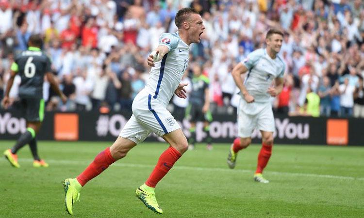 Inglaterra vence de último minuto a Gales