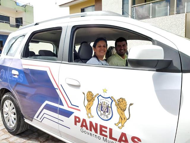 Prefeita Joelma e Vice Rubens de Panelas-PE dentro da Minivan Spin