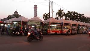 PKL Laris Manis, Suryana Untung Besar