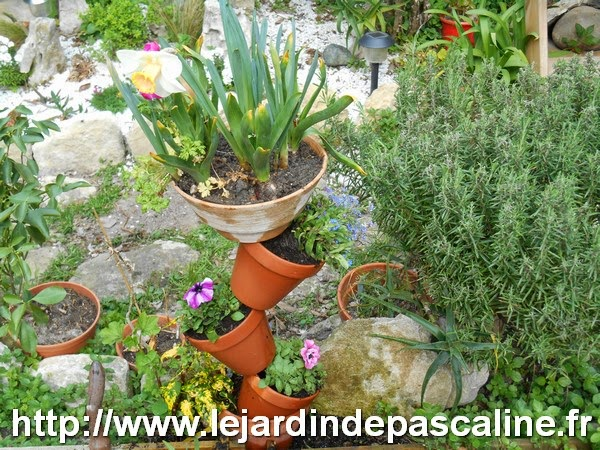 le jardin de pascaline bricolage jardin tour de pots. Black Bedroom Furniture Sets. Home Design Ideas