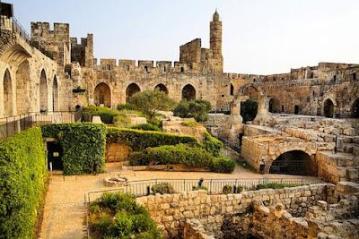 La Torre de David Citadel se encuentra dentro de los muros de la Ciudad Vieja, junto a la Puerta de Jaffa.