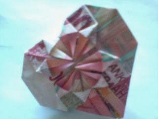 Tutorial melipat uang kertas berbentuk hati