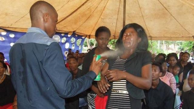 Ngakak! Penyembuhan Ala Pastor Afsel: Semprotkan Anti Serangga Ke Muka Jemaat Untuk Sembuhkan HIV : kabar Terupdate Hari Ini