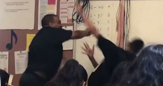 """Άγριο ξύλο: Καθηγητής έδωσε """"σκληρό"""" μάθημα σε ρατσιστή μαθητή"""